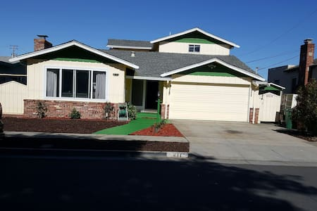 Bright, spacious, convenient home - Richmond - Casa