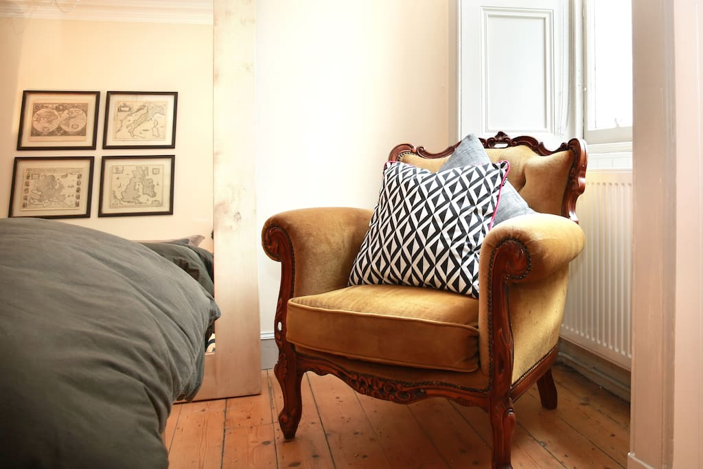 A quiet corner of the bedroom to read a book or fall into a daydream.