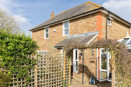 Lovely house in Epsom - Bed & Breakfast