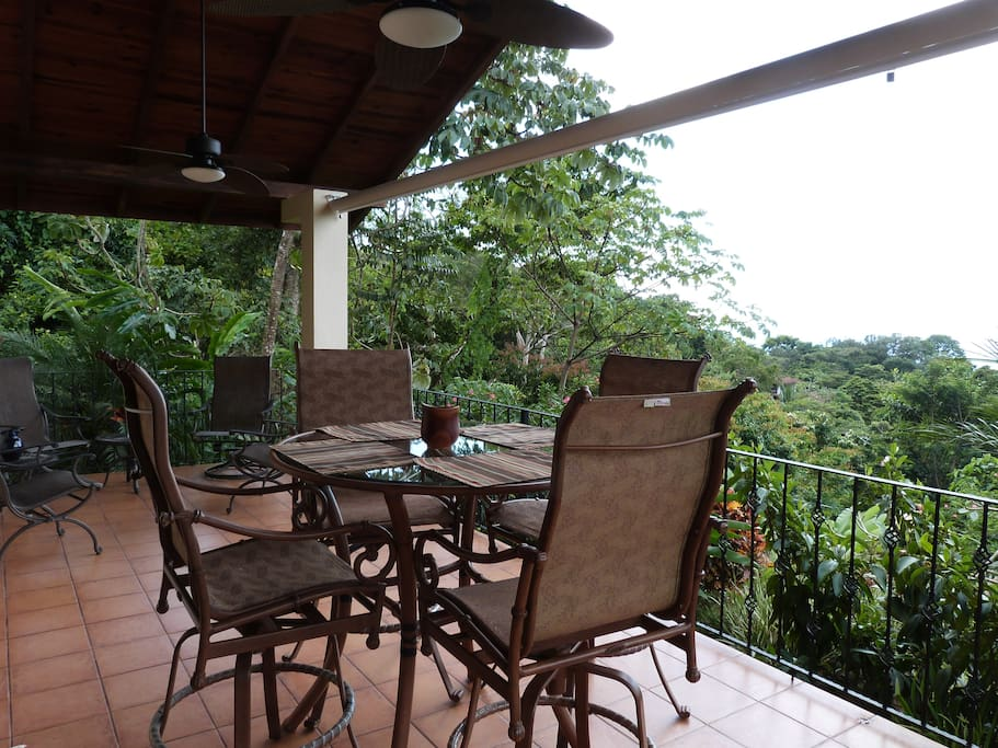 Spacious Rancho with Eating and relaxing area