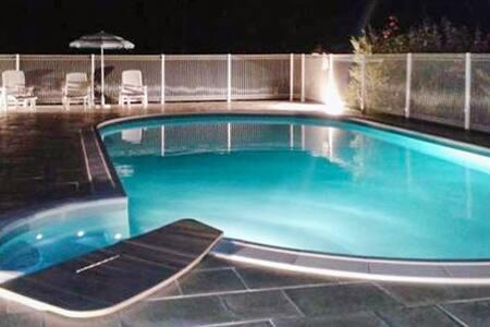 Gîte 1 - 2 chambres avec piscine - Saint-Saud-Lacoussière