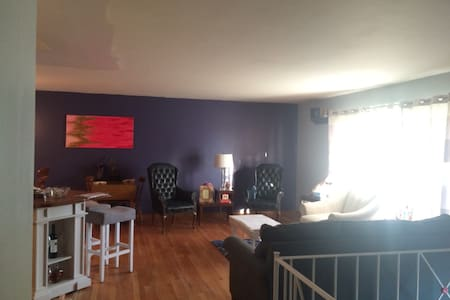 Bright 4br Sanctuary near Ruby w/ Luxury Linens - Σπίτι