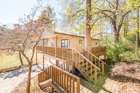 Lakeside Retreat - Deck, view, dock, fishing - Dayton