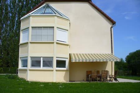 Grande maison aux bords de la Saône - Rumah