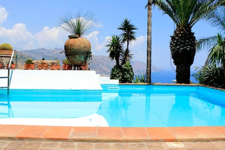 PANORAMIC SUITE  pool Taormina