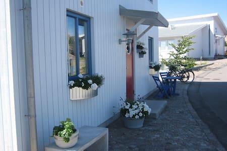 Lägenhet med havsutsikt - Kungshamn - Haus