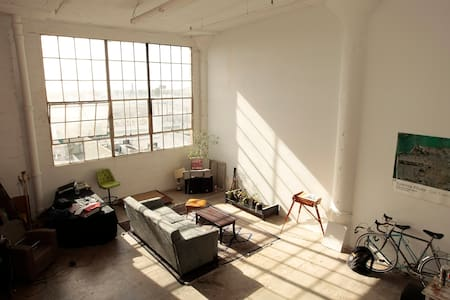 Room in artist loft! - Los Angeles - Loft