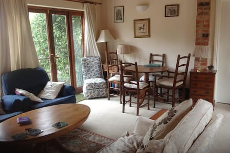 Self contained 2 bed  with en suite shower rooms - Crockham Heath - Banglo