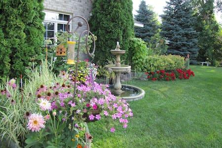 Beautiful Home / Beautiful Garden - Bed & Breakfast