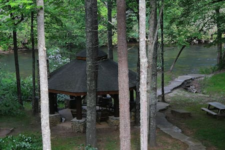 Toccoa Riverfront Luxury Guest Suite with King Bed - Casa