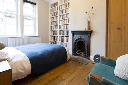 Beautiful room in listed Saltaire - Hus