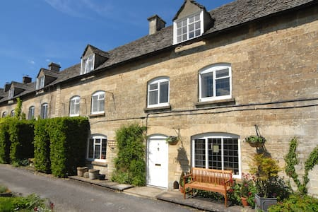 Cotswolds charming two-bed cottage - Rumah