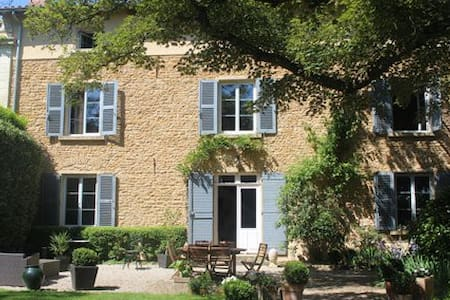 Beaujolais Bed and Breakfast - lacenas