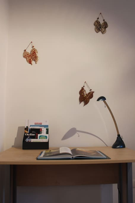 In this office corner you can work or check the internet via the free WiFi