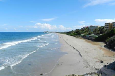 Cimarrón Suites - Playa Parguito - Lakás