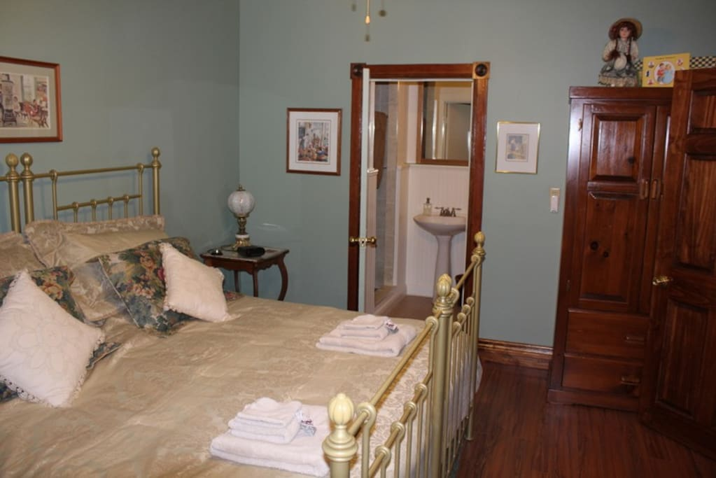 The School House Room with Ensuite Bathroom