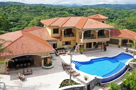 Room type: Entire home/apt Property type: Villa Accommodates: 12 Bedrooms: 4 Bathrooms: 5.5