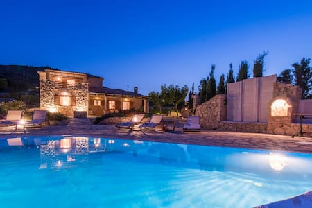 Villa Crystal with private pool - Volimes
