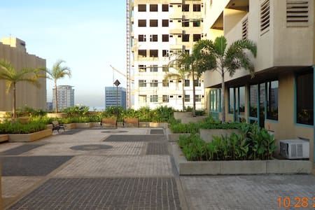 2 br, 3 bath, fully furnished, airconditioned, - Condominio
