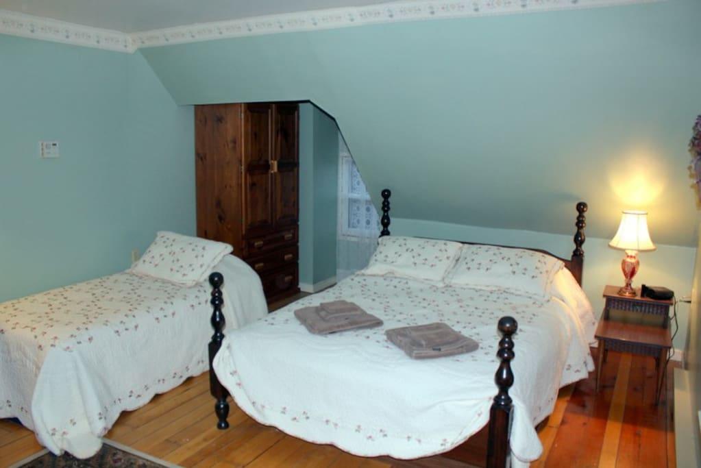 Main Bedroom with Queen & Single Bed