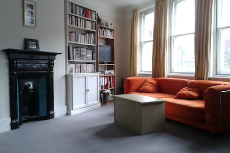Great room near Clapham Junction