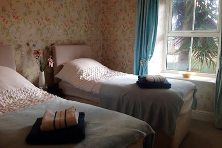 Twin bedded room partial ensuite - Haltwhistle