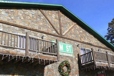 Pine-Cabin-Condo - Hill City - Wohnung