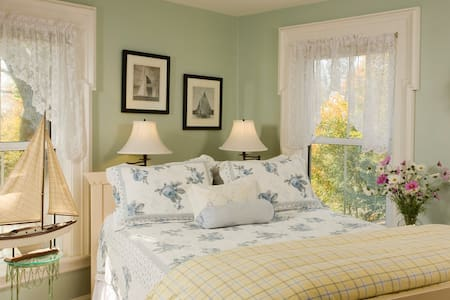 Charming B&B Room w/ Breakfast, Walk Everywhere! - Southwest Harbor - Bed & Breakfast