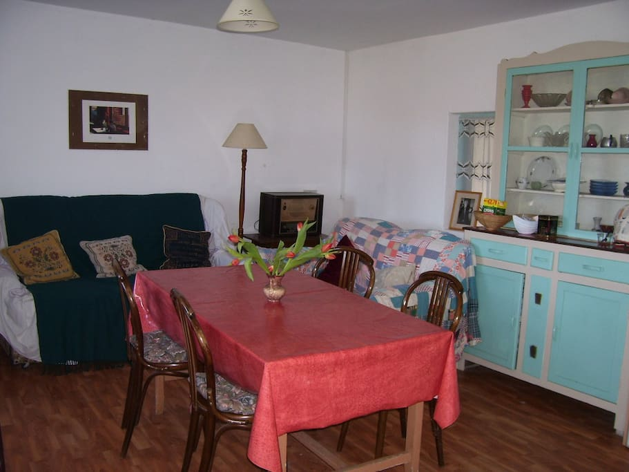 More living/dining room