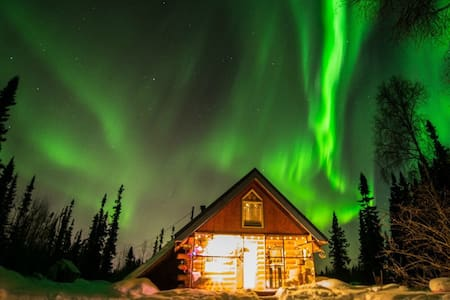 Perfect for lone travelers or couples (with child). Explore the Fairbanks area, view the northern lights, enjoy a private vacation!  Unfortunately, we are unable to accommodate guests with allergies to cats, dogs, or chickens.