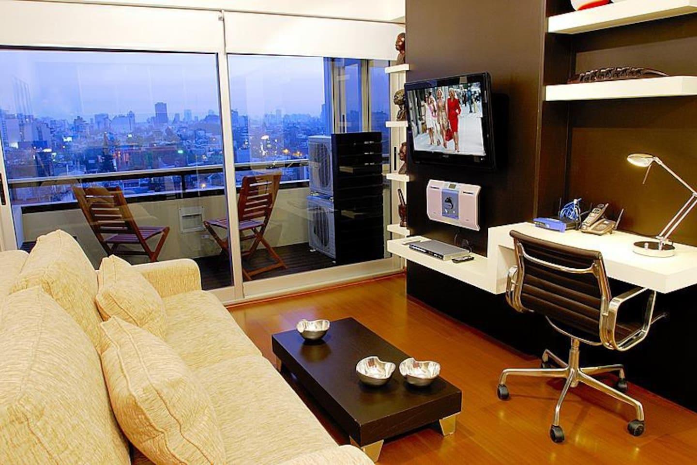 Дизайн комнаты с компьютерным столом