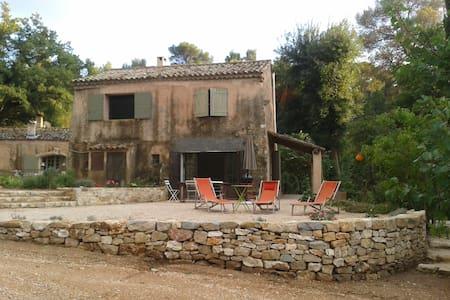Mas ancien au coeur de la Provence - Dům