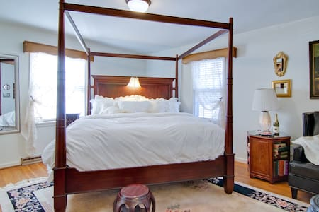 Guest Room at Bridgewater Inn - Bed & Breakfast