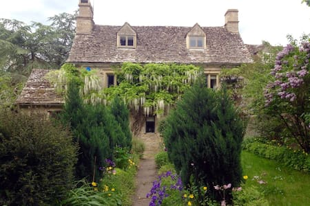 A Grade II listed Cotswold cottage - Maison