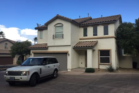 Nice 4 Bed 2.5 Bath North Las Vegas - Casa