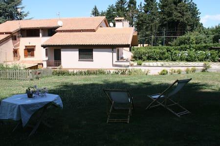 Camera in villa con parco - Villa