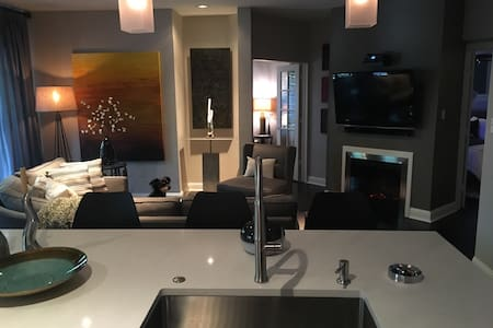 Warm Contemporary Uptown Condo - Appartement