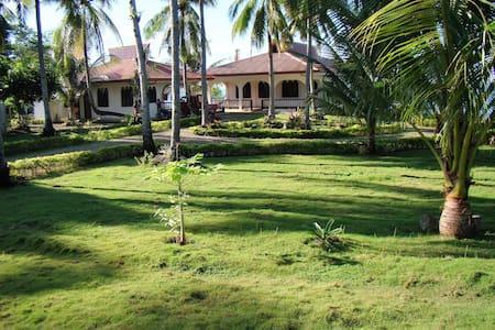 Bohol Villa by the Sea - Guindulman - Huis