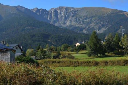 Appartement de montagne, au pied du Cambre d'Aze. - Saint Pierre dels Forcats
