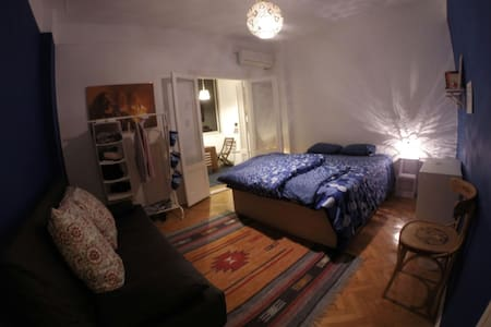 Room & balcony in the city center - Huoneisto