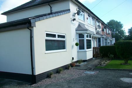 End Terrace House, South Manchester, Near Airport - Wythenshawe - Casa