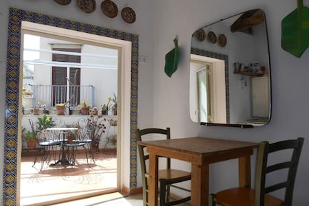 Very central with cosy terrace - Palermo - Apartment