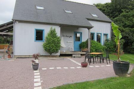 Wooden Home: St Malo, Dinard, Dinan - Langrolay-sur-Rance - Hus