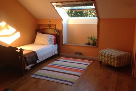 Private room with bathroom in quiet neighborhood - Burlington - Appartement en résidence