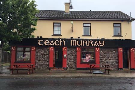 Irish Country pub - Ballymote  - Bed & Breakfast