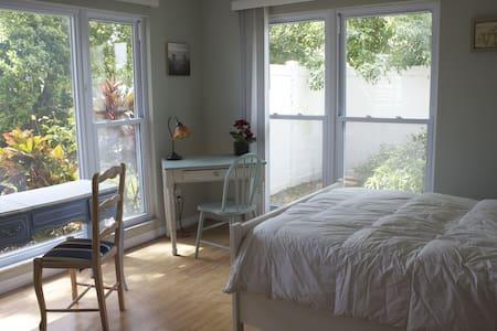 Cosy 1 Bedroom w/ Organic Breakfast