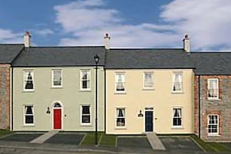 Beautiful 4-star Village Cottage - Huis