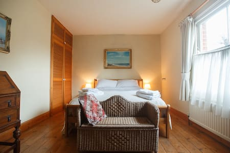 Characterful Boutique Room, homeshare-River Green - Norwich