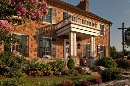 Historic Smithton Inn - Guest Room - Aamiaismajoitus