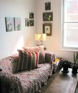 One bedroom in artist's charming apartment - Montreal - Apartment